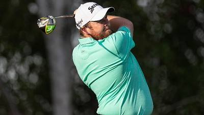 Golf: Abu Dhabi, Lowry resiste in vetta
