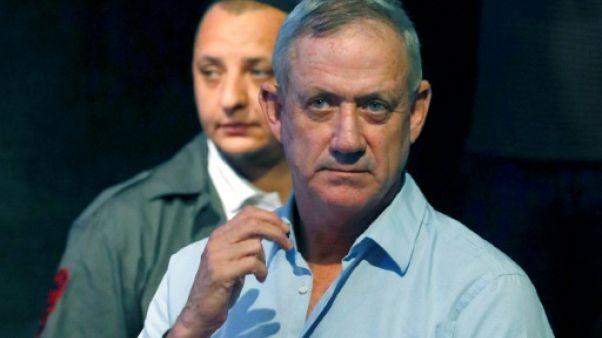 Israël: le grand rival potentiel de Netanyahu sort, un peu, du silence