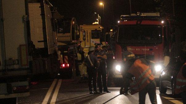 Fuggono da Ps, 4 morti nel Casertano