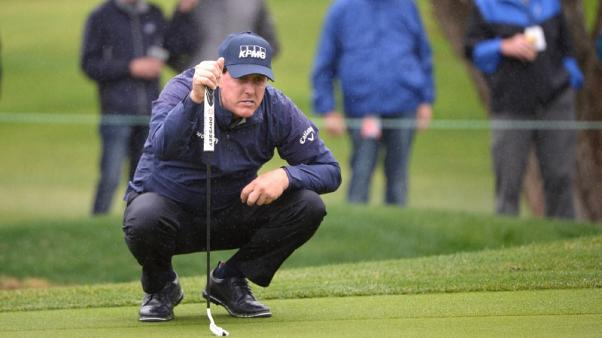 Golf - Mickelson flirts with 59 in first start of season