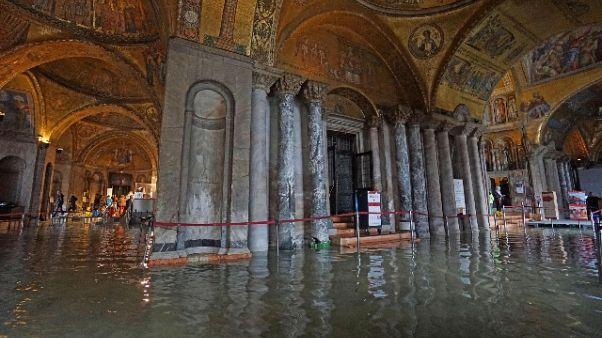 Venezia: palloni per difendere San Marco