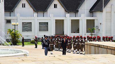 Le Président élu sortant Hery Rajaonarimampianina remet le pouvoir  Au nouveau Président élu, Andry Nirina Rajoelina