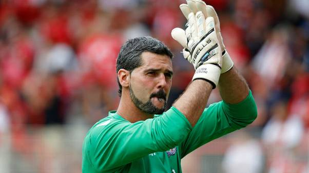 Veteran keeper Speroni to start for Palace at Liverpool