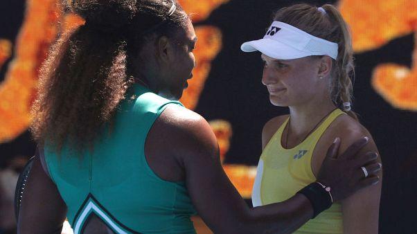 Serena consoles Ukrainian teen after sailing into last 16