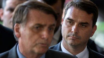 """Brésil: des dépôts d'argent """"suspects"""" au nom d'un fils de Bolsonaro"""