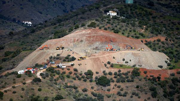 Spanish rescuers to start drilling for boy trapped in well