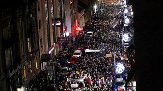 شاهد: احتجاجات عارمة في بلغراد ضد سياسات رئيس صربيا