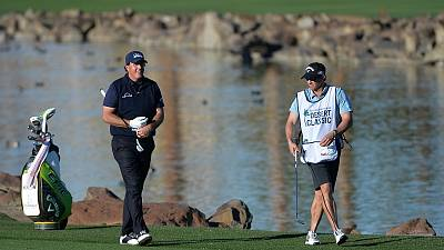 Golf - Mickelson's key putts earn him two stroke lead over Hadwin