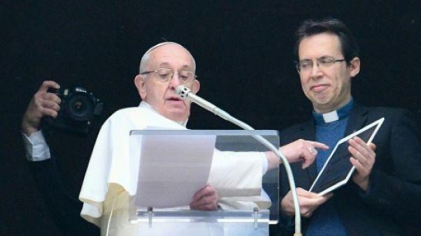 """Le pape invite les jeunes à prier en ligne sur """"Click to Pray"""""""