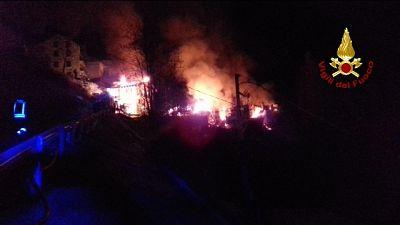 Incendio devasta case frazione bellunese
