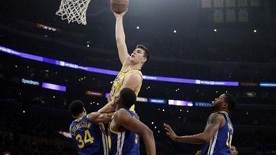 Nba, Warriors senza limiti, Lakers ko