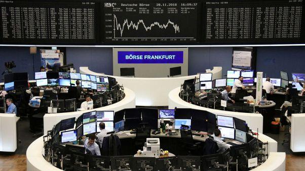 أسهم أوروبا تغلق منخفضة بفعل يو.بي.إس ومخاوف النمو العالمي