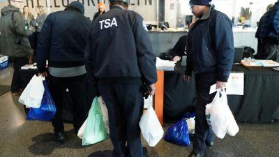 """Des fonctionnaires contraints aux banques alimentaires après un mois de """"shutdown"""""""