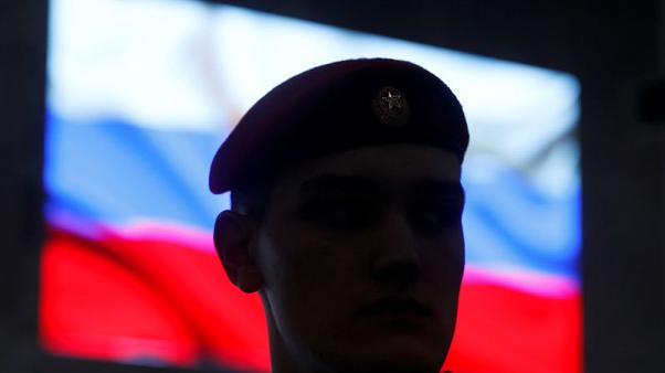 Russia, in effort to defuse U.S. nuclear dispute, displays new missile