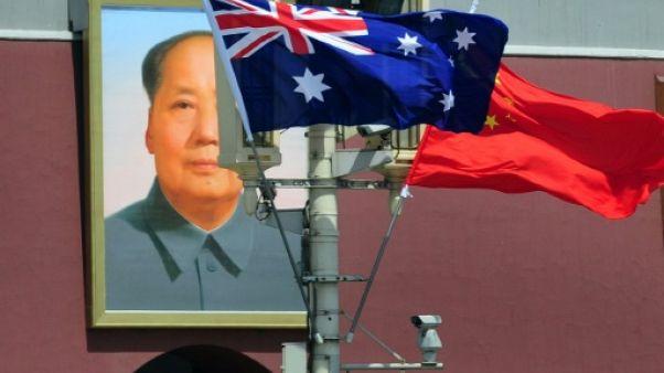 """Canberra exige que la Chine traite """"de manière juste"""" un Australien détenu"""