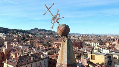 Riaperta chiesa con croce inclinata