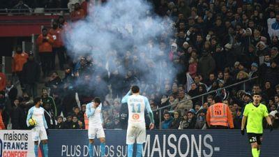 Reprise d'OM-Lille, interrompu 35 mn après l'explosion d'un pétard à proximité des joueurs marseillais