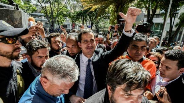 Crise politique au Venezuela: les principaux scénarios