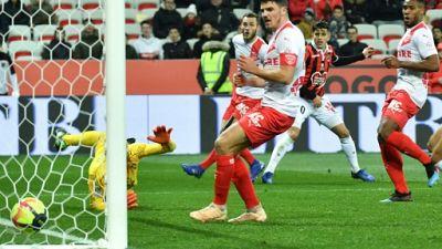 Ligue 1: Balotelli parti, les jeunes Niçois s'éclatent contre Nîmes