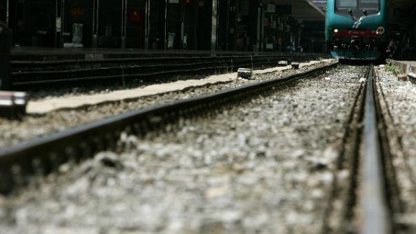 Treno investe 20enne nel Pisano, morto