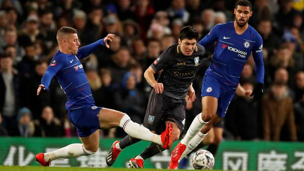 Willian double helps Chelsea win in Cup on Higuain debut