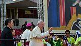 Le pape François salue les bénévoles des JMJ, le 27 janvier 2019 à Panama