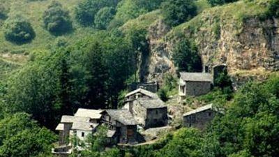Borgata alpina in vendita sul web