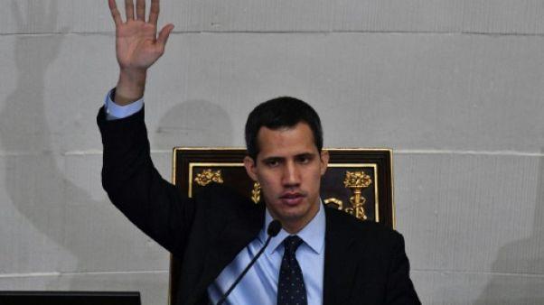 Guaido, président autoproclamé, interdit de quitter le Venezuela