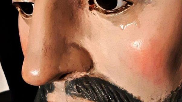 'Lacrime' su volto statua S.Francesco