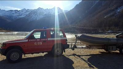 Vigili fuoco salvano camoscio ferito