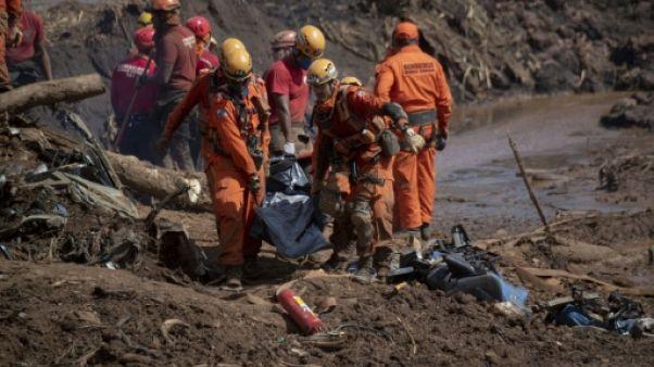 Brésil: la boue de Brumadinho commence à rendre les corps