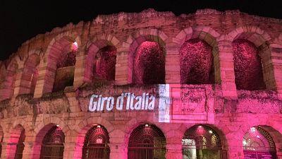 Giro: a Verona Arena illuminata di rosa