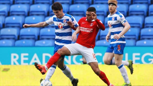 Huddersfield sign striker Grant from Charlton
