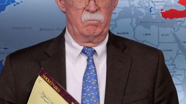 """بولتون يحث على عدم التعامل في السلع """"المسروقة"""" من الشعب الفنزويلي"""