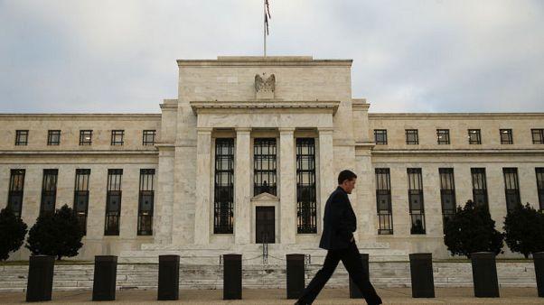المركزي الأمريكي يبقي على أسعار الفائدة مستقرة، ويقول إنه سيتأنى في رفع الفائدة