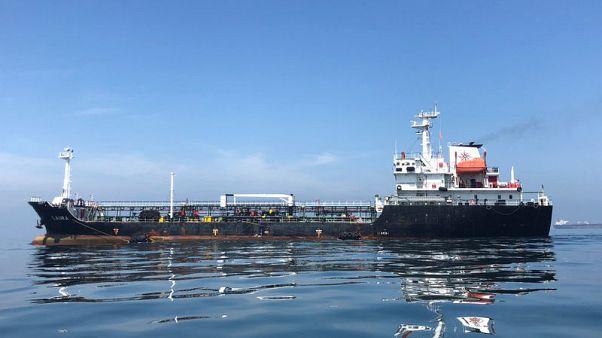 النفط يصعد بدعم من نقص في المعروض الأمريكي وعقوبات على فنزويلا