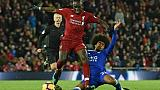 Angleterre: Liverpool n'en profite qu'à moitié, Chelsea en crise