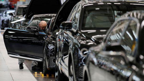 إنتاج السيارات في بريطانيا ينخفض بأسرع وتيرة منذ ركود 2008-2009