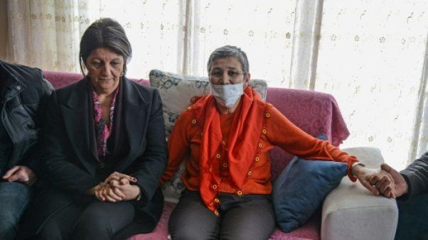 Turquie: libérée, une députée kurde veut continuer sa grève de la faim