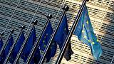 Euro zone growth sticks to lowest rate in four years