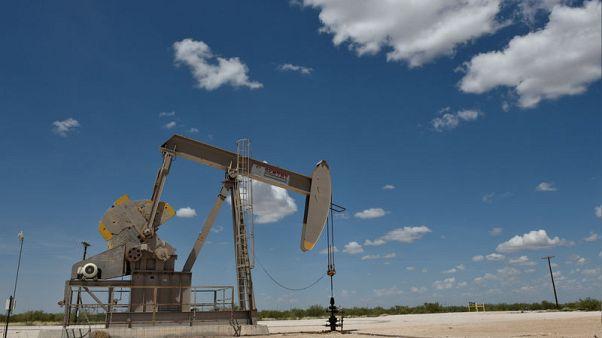 استطلاع-صعود النفط يواجه مقاومة من الإنتاج الصخري والمخاوف الاقتصادية