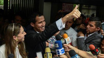 """L'opposition """"pas au courant"""" que Guaido allait s'autoproclamer président"""