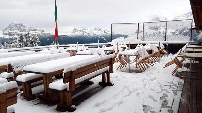 Acqua alta a Venezia, neve a Cortina