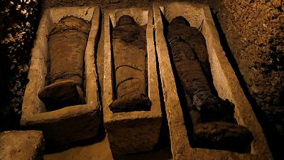 الكشف عن مقبرة تضم 50 مومياء بمنطقة آثار تونا الجبل في مصر