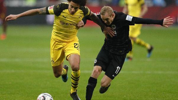 Bundesliga, Dortmund pareggia ma allunga