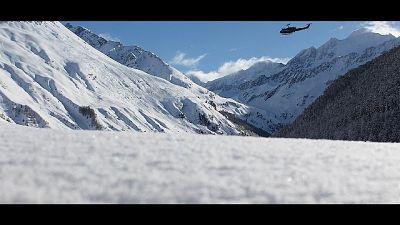Valanga in Trentino blocca auto,liberata