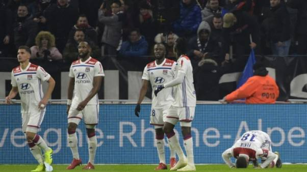 Ligue 1: l'ogre parisien dévoré à Lyon, derby explosif à Nîmes