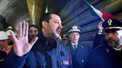 Governo: Salvini avverte, basta insulti