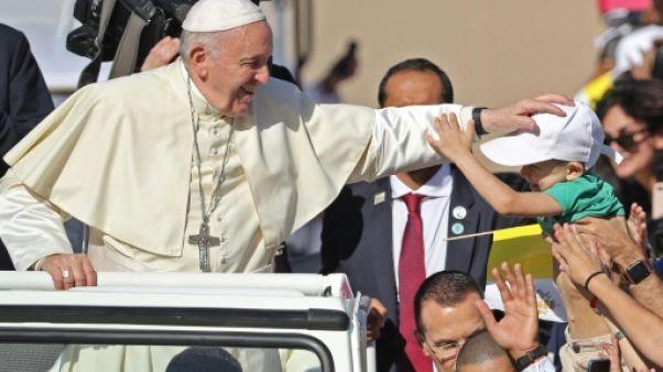 Grande messe inédite en plein air du pape François aux Émirats