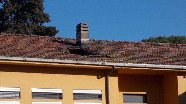 Cede parte tetto scuola Pisa, no feriti